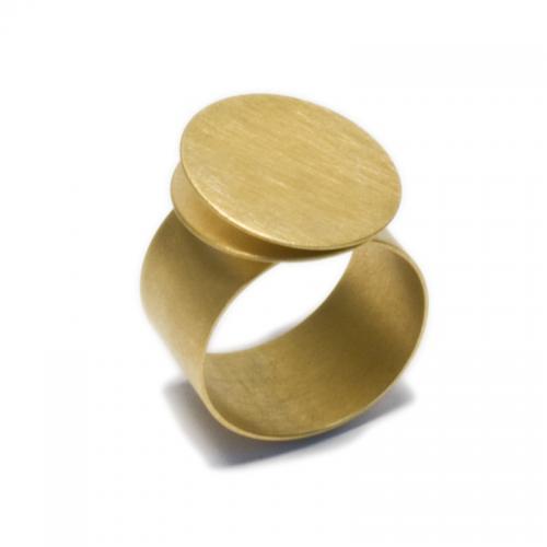 Ein besonderer Ring aus hochwertigem Gelbgold 750. Schlicht und handwe