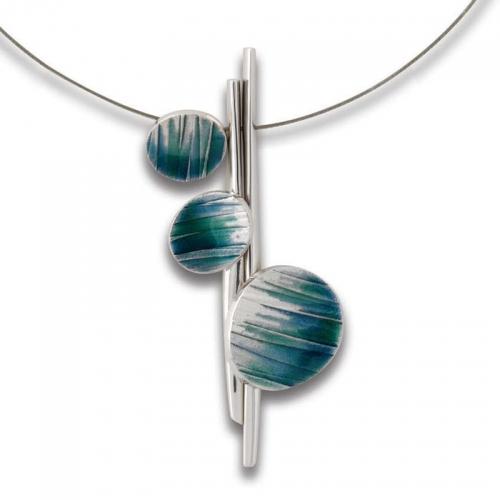 Daniel Vior, ein weiterer Halsschmuck in Silber mit einem faszinierenden Design.