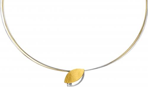 Der Halsreif besteht aus Edelstahl und ist teilweise gelbvergoldet. Versehen ist Anhänger mit einem Brillanten 0,02 ct.