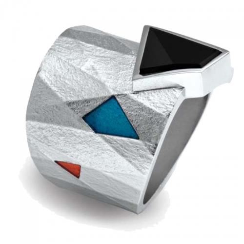 Silber Ring, des spanischen Designers Daniel Vior. Silber, Email und Onyx verbinden sich zu einem besonderen Schmuckstück.