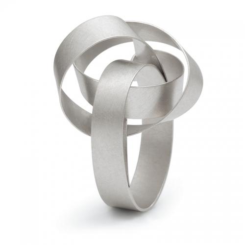 Niessing Cirrus, ein Ring aus Platin, mit einem Knoten... Blickfang