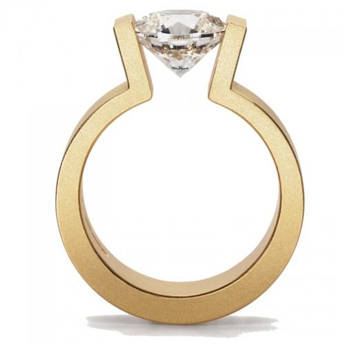 Niessing Spannring, High End, der Brillant wir gehalten von dem massiven Gold welches ihn umgibt.