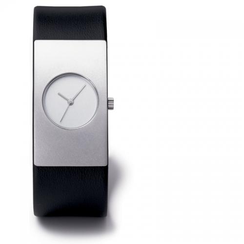 Niessing Radius 9 eine, von drei Niessing Uhren, in klarem wirkungsvollen Design.