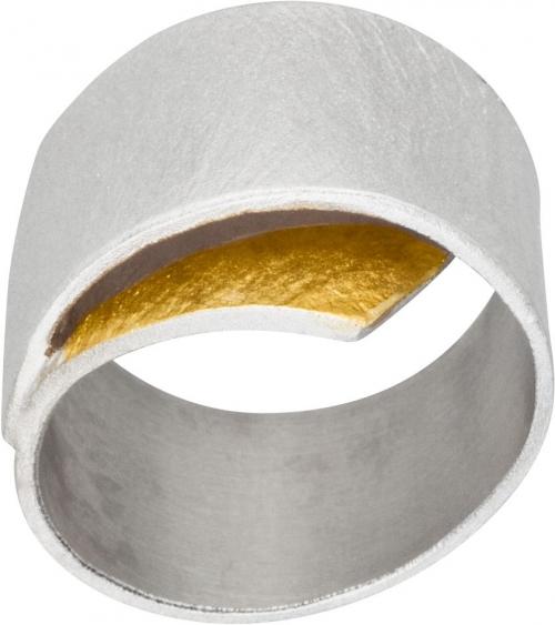Kräftiger Ring in eleganter Form.