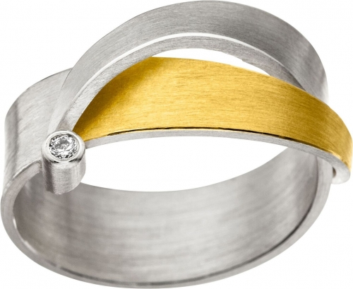 Sportlicher, moderner Ring in 925 Silber Gold veredelt.