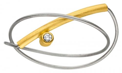 Schlichter, filigraner Ring besetzt mit 1 Brillanten.