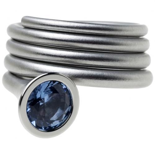 Der Callas, ist ein konisch gewickelter Ring aus Edelstahl.