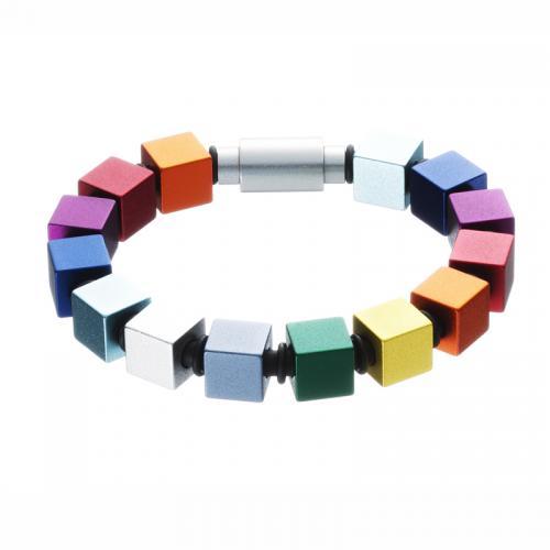 Modernes Armband, aus eloxiertem Aluminium, in bunten Farben